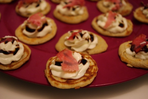 blinis sarrasin fait maison fromage frais bacon vinaigre balsamique truffes