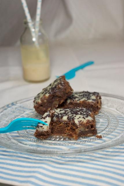 brownie chocolat noir amandes glaçage chocolat blanc