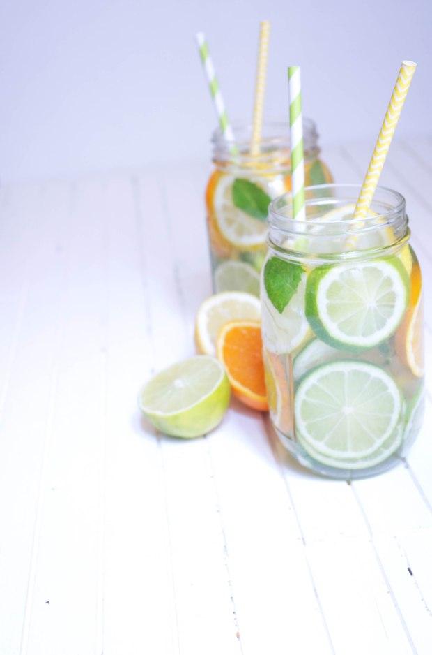 Detox water agrumes menthe