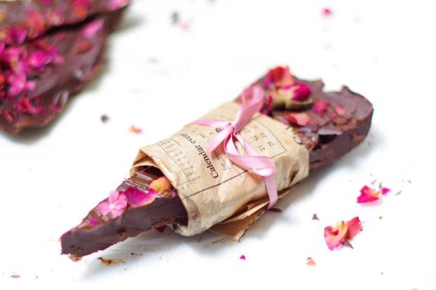 cadeau saint valentin chocolat rose